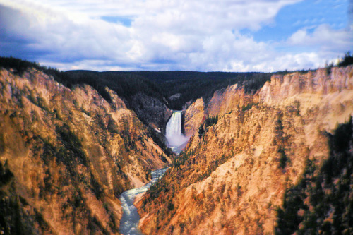 Yellowstone-Upper-Falls.jpg